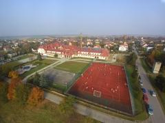 Widok szkoły z drona